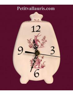 Pendule à poser en faience blanche modèle cheminée décor tradition rose