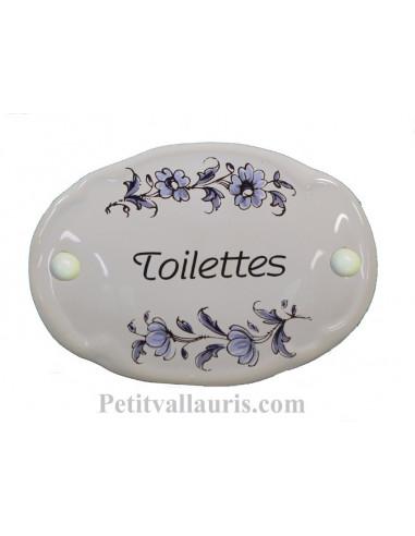 Plaque ovale de porte en faience blanche avec inscription Toilettes décor fleurs reproduction vieux moustiers bleu