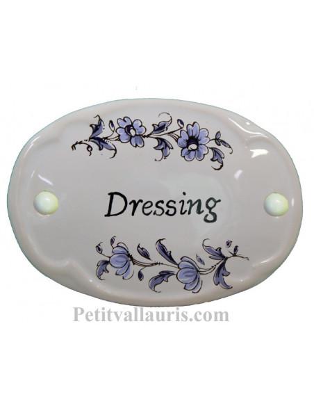 Plaque ovale de porte en faience blanche avec inscription Dressing décor fleurs camaieux de bleu