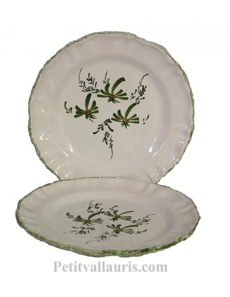 Assiette plate en faience blanche modèle Louis XV décor artisanal Fleuri vert