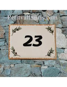 plaque de maison céramique décor brins d'olivier + inscription personnalisée noire