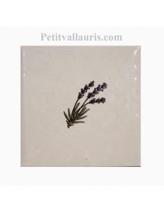 Décor sur carreau mural 10x10 cm en faience blanche pose classique motif petit brin de lavande vers la droite