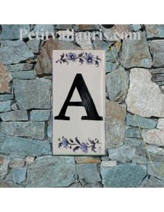 Numero de rue à coller en faience lettre A motif fleurs tradition bleu