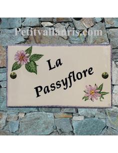Plaque pour entrée et nom de maison en faïence motif artisanal passiflore avec inscription personnalisée
