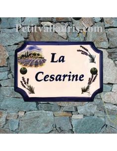 Plaque de Maison céramique décor récolte bastide provençale et brins de lavande inscription personnalisée bleue