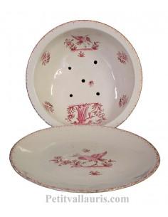 Égoutte et rince fruits avec assiette en faience blanche motif reproduction Vieux Moustiers rose