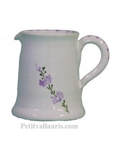 Petit pot à lait en faience blanche décor motifs artisanaux fleurs de lavande mauve-parme collection Nana'60