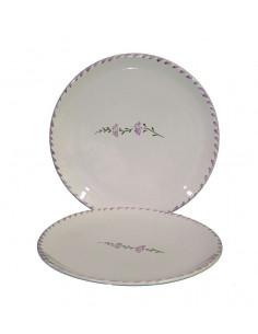 Assiette ronde en faience de couleur blanche décor artisanal fleur de lavandes et touche de couleur sur le bord
