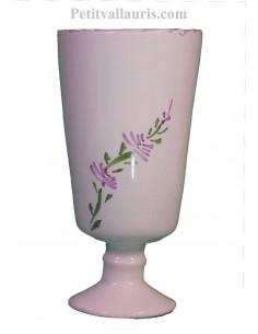 Mazagran - verre sur pied en faience blanche décor décor artisanal fleurs de lavande mauve-parme collection Nana'60