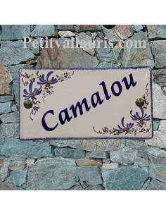 Plaque de Maison en céramique émaillée rectangle décor fleurs bleues aux angles + inscription personnalisée