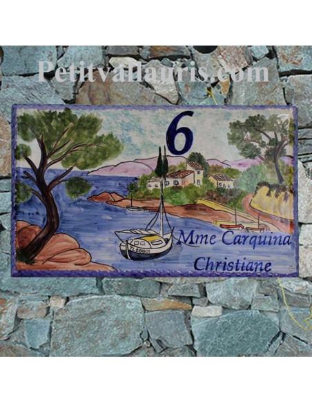 Plaque de Villa rectangle  en céramique émaillée décor artisanal calanque côte varoise et voilier + personnalisation