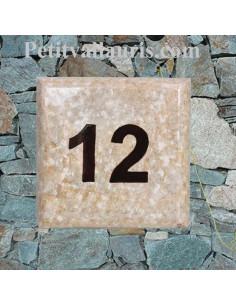 Plaque numéro de maison en faience émaillée fond beige-marron clair inscription personnalisée marron