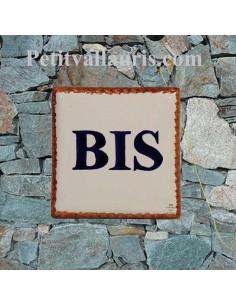 Numéro de maison en céramique + chiffre ou lettre + bord ocre et inscription personnalisée bleu