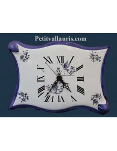 Horloge murale en faïence modèle parchemin décor reproduction vieux moustiers bleu