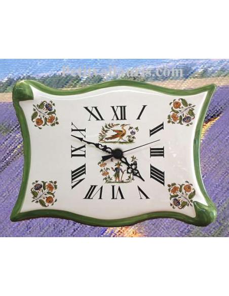 Horloge murale en faïence modèle parchemin décor reproduction vieux moustiers bord de couleur vert