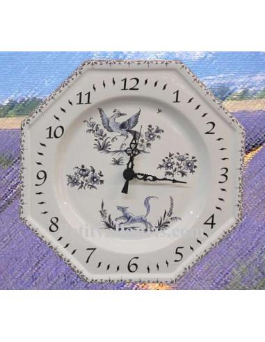 Horloge murale en faïence blanche modèle octogonale reproduction motifs vieux moustiers bleu