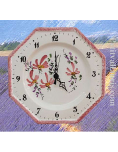 Horloge murale en faïence blanche modèle octogonale décor artisanal fleurs rose