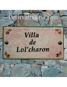 Grande plaque de maison rectangulaire 20x40 en céramique émaillée motif  pignes de pin et fond rose clair + personnalisation