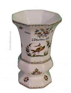 Vase en faience modèle Medicis en faïence taille 2 avec gravure personnalisée pour anniversaire de mariage décor polychrome