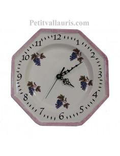 Horloge-pendule octogonale murale en faïence blanche motifs décor grappes de raisin avec bordure parme