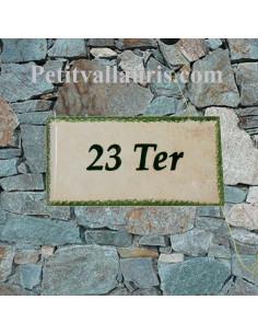 Plaque de maison faience émaillée fond jaune-paille_ton-pierre inscription personnalisée verte