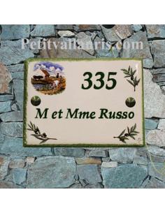 plaque de maison céramique décor paysage camargue et brins d'olivier marquage personnalisé vert