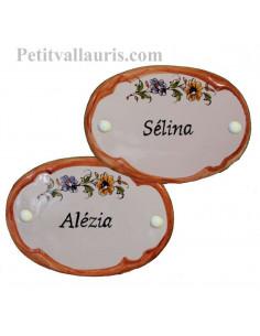 Plaque de porte en faience blanche modèle ovale bord couleur ocre décor fleurs polychrome avec personnalisation
