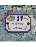 Plaque de Maison en céramique aux angles incurvés motif cabanon et olivier + inscription personnalisée bleue