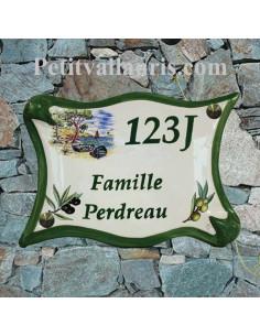 Plaque de maison modèle parchemin en céramique avec personnalisation motif calanque + olives noires et vertes