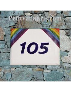 Plaque de maison en céramique émaillée motif drapeau arc en ciel avec inscription personnalisée