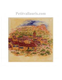 Décor sur carreau mural 10x10 cm en faience jaune-ocre motif village du Var