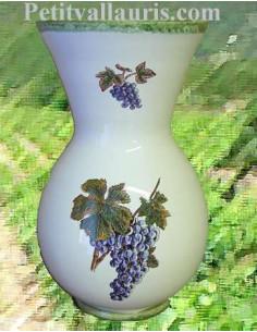 Vase en faïence blanche modèle Nadine taille n° 1 décor grappe de raisin