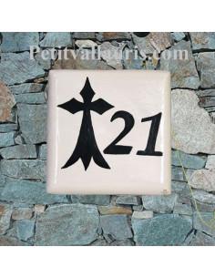 Plaque numéro de Maison en faience artisanale motif Hermine bretonne inscription personnalisée noire