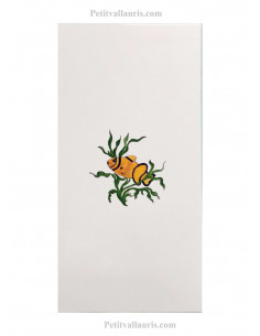 Décor sur grand carreau de 30 x 60 en faience motif artisanal poissons tropicaux