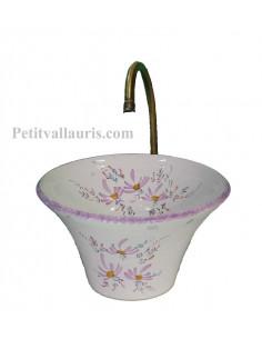 Vasque en faience blanche de forme évasée décor artisanal fleurs parmes