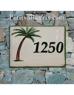 plaque de maison céramique décor palmier et chaises longues inscription personnalisée couleur verte