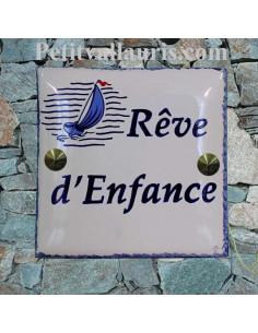 Grande plaque de maison en céramique modèle carrée motif voilier stylisé + personnalisation