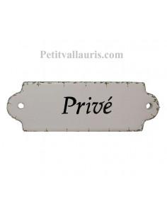 Plaque de porte de forme oblongue en faience blanche et frise verte autour avec inscription personnalisée
