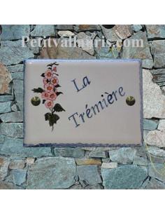 plaque de maison céramique décor artisanal roses trémières + inscription personnalisée