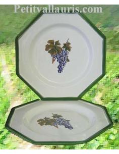 Assiette plate en faience blanche modèle octogonal décor grappe de raisin