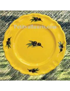 Assiette modèle Louis XV à dessert en faience de couleur provençale décor olives noires