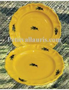 Assiette modèle Louis XV plate en faience de couleur provençale décor olives noires