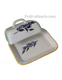 Beurrier en faïence blanche et décor motifs artisanaux olives bleues