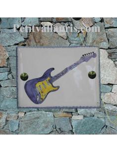 plaque de maison céramique décor artisanal guitare electrique avec inscription personnalisée