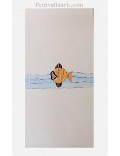 Décor sur grand carreau de 30 x 60 en faience motif artisanal poisson lune