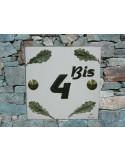 Plaque numéro de maison en faience émaillée décor artisanal feuilles de chêne + chiffre personnalisé vert