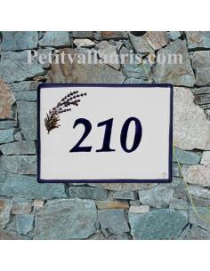 plaque de signalisation émaillée en céramique motif brin de lavande bord et personnalisalisation bleue