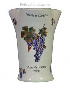 Vase modèle Glaïeul en faïence blanche décor grappes de raisin