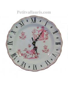Horloge murale en faïence blanche modèle Louis XV décor reproduction vieux moustiers rose