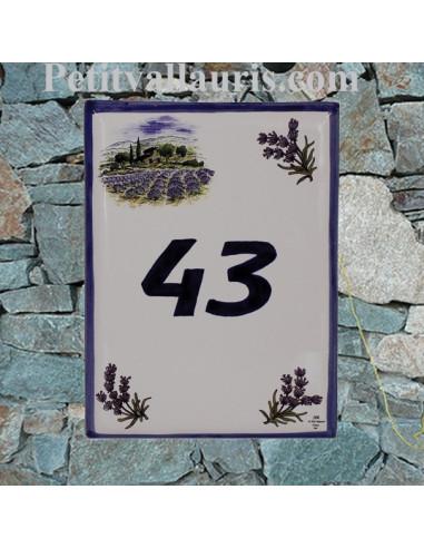 plaque de maison céramique décor bastide et brins de lavande inscription personnalisée bleue